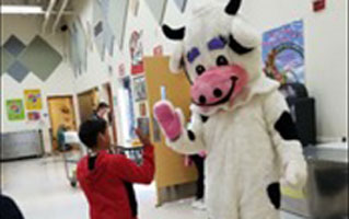 Daisy Rocks Fuel Up to Play 60 for National School Lunch Week
